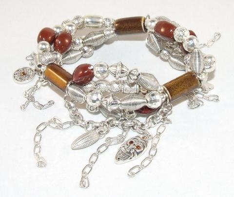 Armband bruin 32321 | Trendy bruine armband met bedels