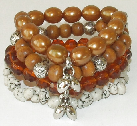 Armband bruin 69588 | Armband 4 rijen bruine kralen + bedels