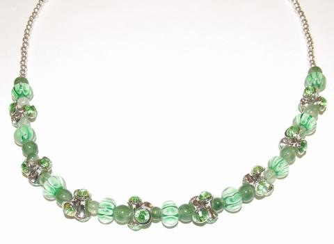 Ketting groen 79131   Ketting met groene glaskralen/strass