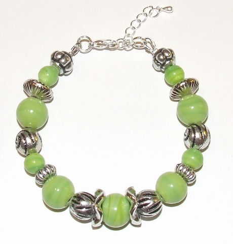 Armband groen 6511 | Groene armband glazen/metallook kralen
