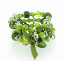 Armband groen 33553   Armband met 3 rijen groene kralen