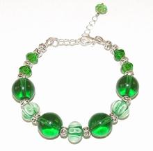 Armband groen 19233   Opvallende groene armband glas/metaal
