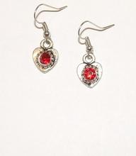 Oorbellen rood 1724 | Rode oorbellen hartjes met strass